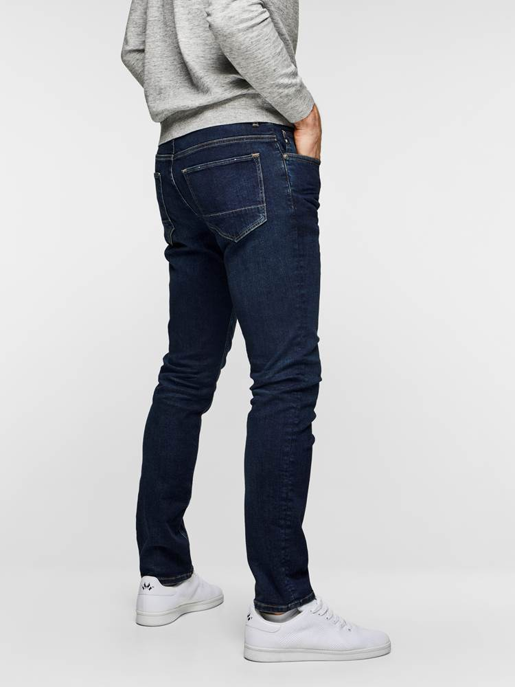 SLIM FIT STRETCH 7235366_D06_MadebyMonkeys_S19-modell-right_SLIM FIT STRETCH JEANS  D06_Slim Fit Stretch Jeans D06_SLIM FIT STRETCH D06.jpg_Right||Right