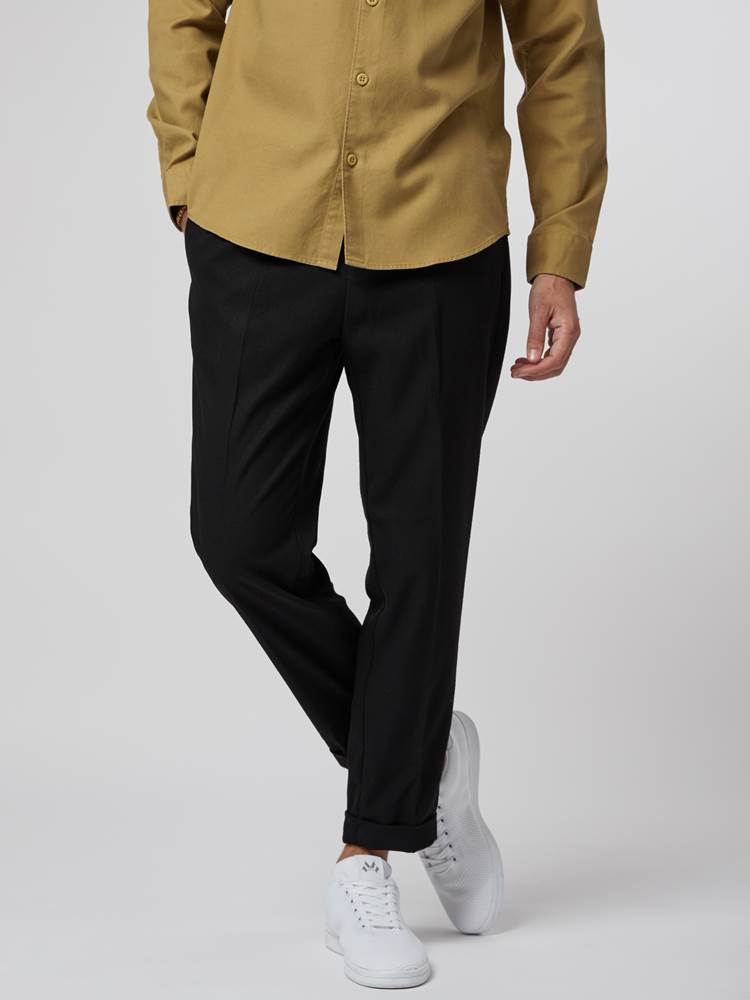 Nathan Bukse 7246272_C18-HENRYCHOICE-S21-Modell-front_88888_Nathan Bukse C18.jpg_Front||Front