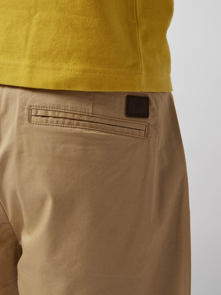 CREW CHINO SHORTS 7246677_AAU--H21-Modell-right_64072_CREW CHINO SHORTS AAU.jpg_Right||Right