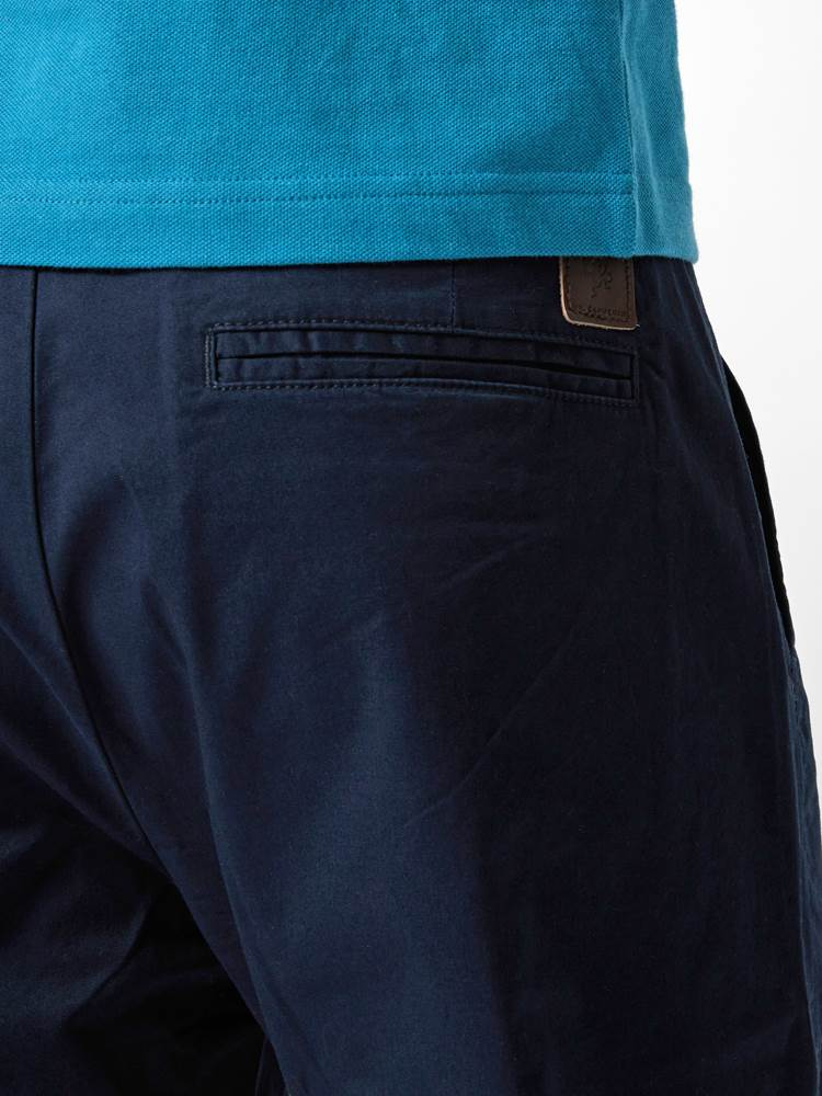 CREW CHINO SHORTS 7246677_ENM--H21-Modell-right_12157_CREW CHINO SHORTS ENM.jpg_Right||Right