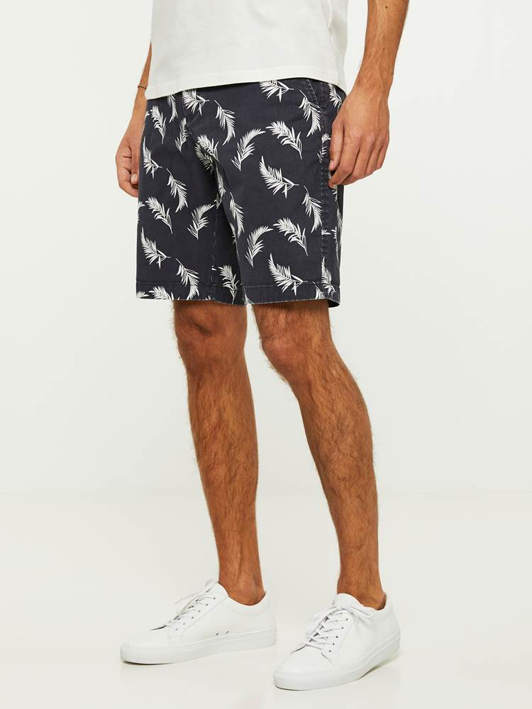LEAVES PRINTET SHORTS 7243089_C27-HENRYCHOICE-H20-Modell-left_55190_LEAVES PRINTET SHORTS C27.jpg_Left||Left