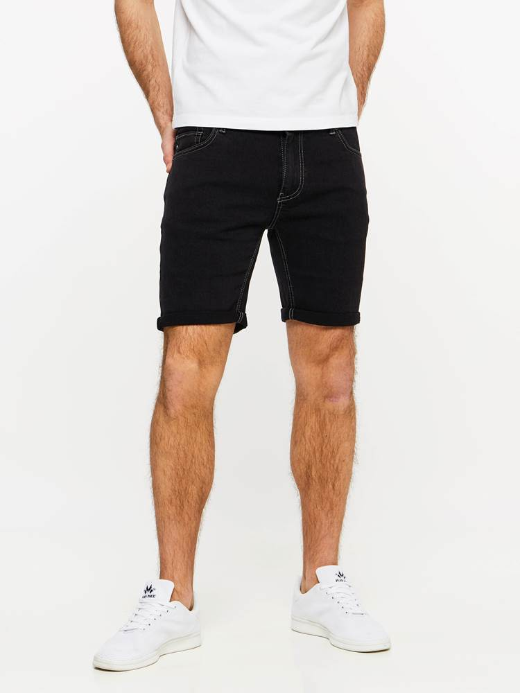 SLIM FIT BLACK BLACK STRETCH SHORTS 7237718_DAA-MADEBYMONKIES-H19-Modell-front_93809_Slim Fit BB Str. Bermuda_SLIM FIT BLACK BLACK STRETCH SHORTS DAA.jpg_Front||Front