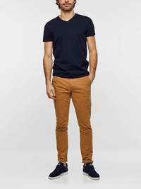SLIM CHINO STRETCH TWILL 7237630_AO5-MADEBYMONKEYS-S19-Modell-Front5_SLIM CHINO STRETCH TWILL AO5.jpg_Front||Front