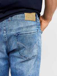 Leroy Denim Stretch Bermuda 7238028_JEAN PAUL_LEROY DENIM STRETCH BERMUDA_DETAIL_L_DAD_Leroy Denim Stretch Bermuda DAD.jpg_