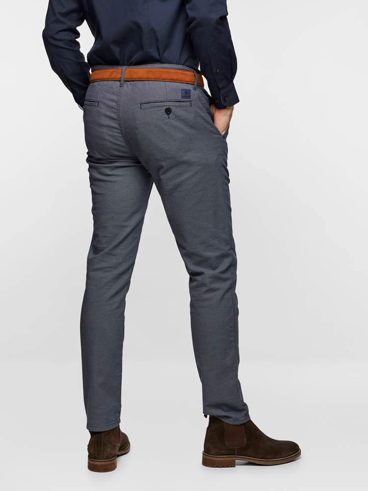 SLIM CHINO STRUCTURE STRETCH 7237631_EM6-MADEBYMONKIES-S19-Modell-right_28607_SLIM CHINO STRUCTURE STRETCH EM6.jpg_Right||Right
