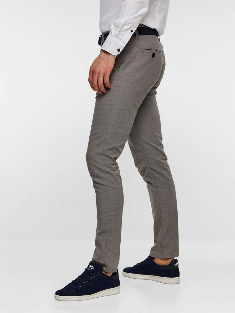 SLIM CHINO STRUCTURE STRETCH 7237631_IEF-MADEBYMONKIES-S19-Modell-left_85465_SLIM CHINO STRUCTURE STRETCH IEF.jpg_Left||Left