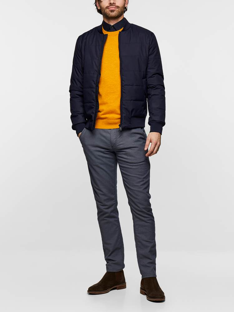 SLIM CHINO STRUCTURE STRETCH 7237631_EM6-MADEBYMONKEYS-S19-Modell-Front5_SLIM CHINO STRUCTURE STRETCH EM6.jpg_Front||Front