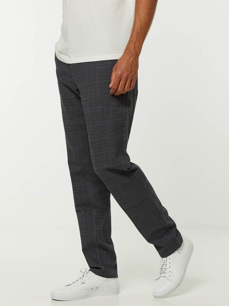 Slim Check Chino 7244878_ID9-HENRYCHOICE-A20-Modell-left_68330_Slim Check Chino ID9_SLIM CHECK CHINO ID9.jpg_Left||Left