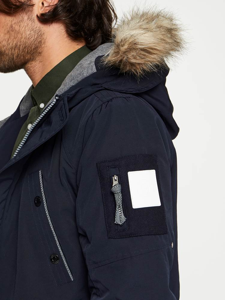 EVEREST PARKA 7240417_EGR-MADEBYMONKIES-W19-details_66417_EVEREST PARKA EGR.jpg_